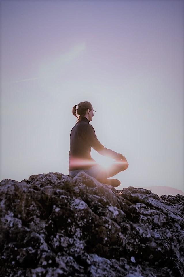 El psicólogo se enfoca en las emociones, pensamientos, conductas y hábitos.